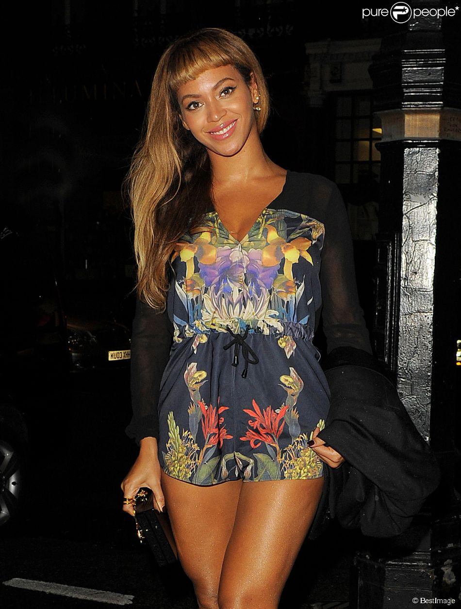 Beyoncé à la sortie du Harry's Bar de Londres le 17 octobre 2014.