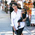 Kris Jenner et sa petite fille North West à Calabasas, Los Angeles, le 11 octobre 2014.