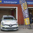 Le prince Carl Philip de Suède fait des tests avec les vainqueurs de la Prince Carl Philip Racing Cup sur le circuit de Karlskoga, le 14 octobre 2014.