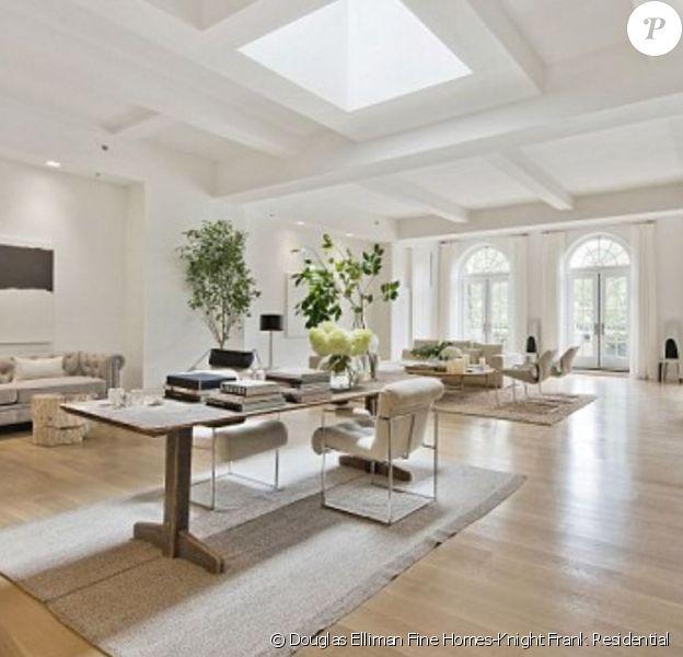Jennifer Lopez vient de s'offrir ce sublime penthouse, mis en vente par l'agence Douglas Elliman Fine Homes-Knight Frank Residential, à New York, pour la somme de 22 millions de dollars.