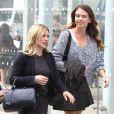 """Hilary Duff et Sutton Foster sur le tournage de la série """"Younger"""", à New York le 29 spetembre 2014."""