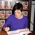 "Kris Jenner en séance de dédicaces du livre ""In the kitchen with Kris"" à Los Angeles. Le 25 octobre 2014."