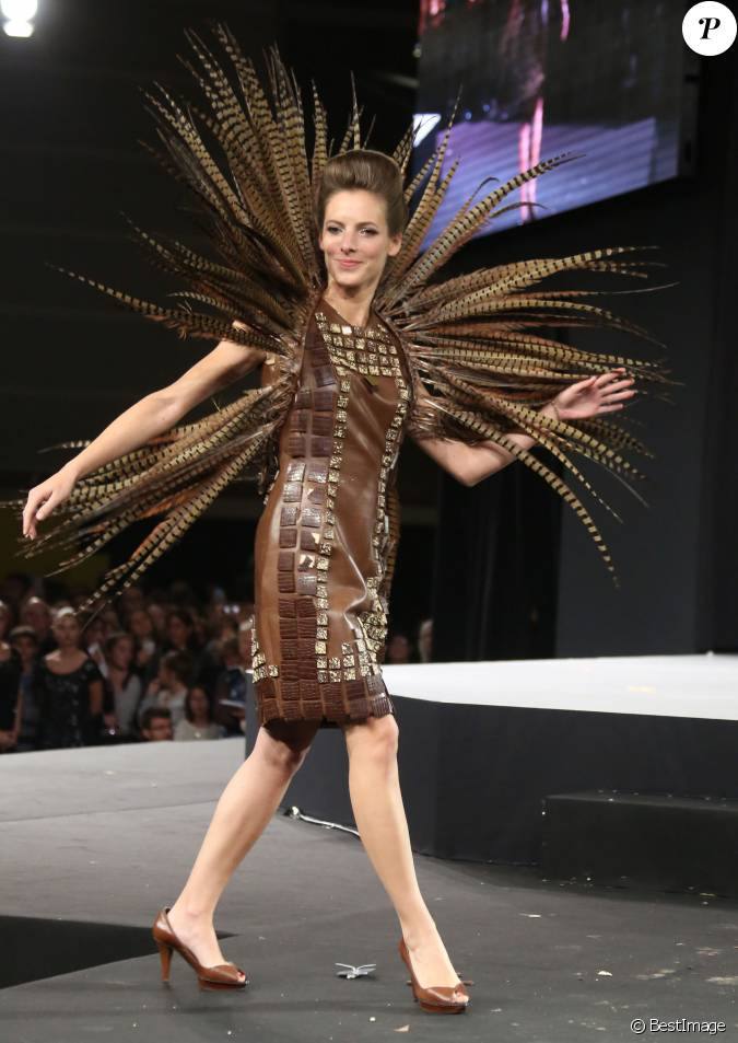 Elodie varlet lors du d fil du 20 me salon du chocolat for Salon porte de versailles 2014