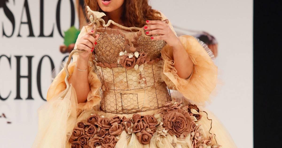 Myriam seurat lors du d fil du 20 me salon du chocolat for Porte de versailles salon mariage