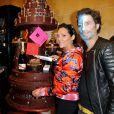 Hermine de Clermont-Tonnerre et Richard Orlinski lors du défilé du 20ème Salon du Chocolat à la Porte de Versailles à Paris, le 28 octobre 2014.
