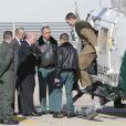 Le roi Felipe d'Espagne visite le service aérien de la garde civile espagnole sur la base aérienne de Torrejón à Madrid, le 28 octobre 2014.
