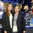 Cara Delevingne et Kate Moss lors de l'inauguration des vitrines de Noël du magasin Printemps Haussmann à Paris, le 6 novembre 2014.