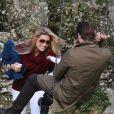 Michelle Hunziker, enceinte et radieuse, profite d'un moment en famille avec son mari Tomaso Trussardi et leur fille Sole. Milan, le 8 novembre 2014.
