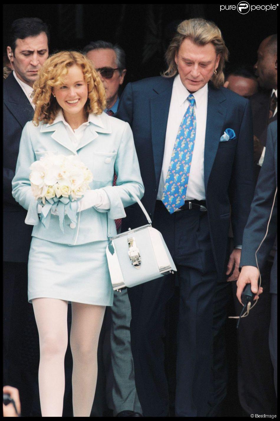 mariage de laeticia et johnny hallyday la mairie de neuilly le 25 mars 1996. Black Bedroom Furniture Sets. Home Design Ideas