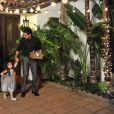Mario Lopez en famille à Los Angeles, le 30 octobre 2014.