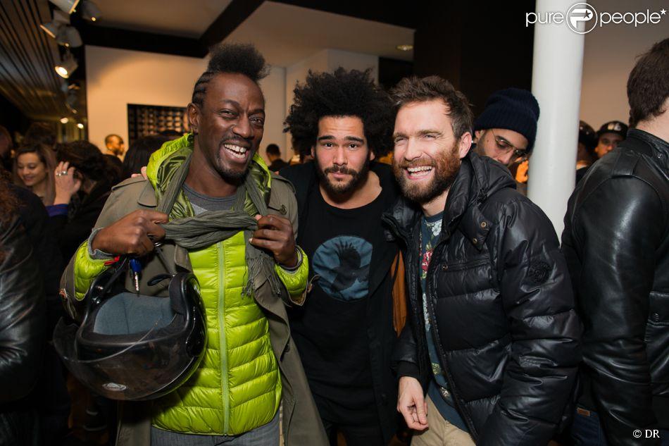 Marco Prince (à gauche) assiste à la soirée de lancement du bomber Brondinski x Surface to Air à la boutique Surface to Air, dans le 3e arrondissement. Paris, le 13 novembre 2014.