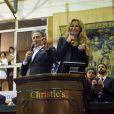 Michel Drucker et Adriana Karembeu jouent les commissaires-priseurs lors de la 154e vente aux enchères des Hospices de Beaune, le 16 novembre 2014 à Beaune