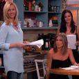 """L'animateur Jimmy Kimmel a orchestré un mini-retour de la série """"Friends"""" en conviant sur son plateau Jennifer Aniston, Courteney Cox et Lisa Kudrow, mercredi 27 août 2014."""