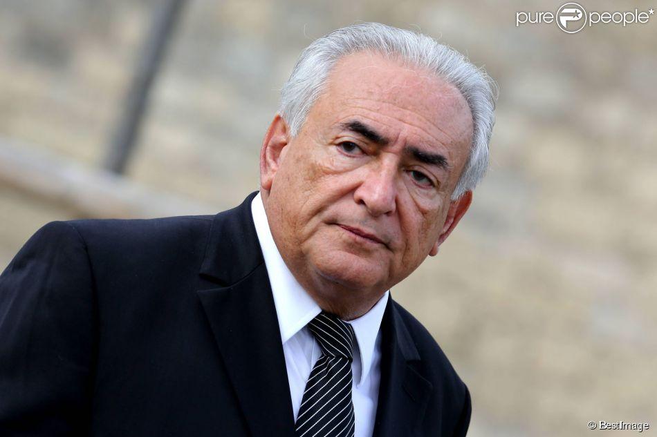 Dominique Strauss-Kahn lors des obsèques de Antoine Veil au cimetière du Montparnasse à Paris le 15 avril 2013
