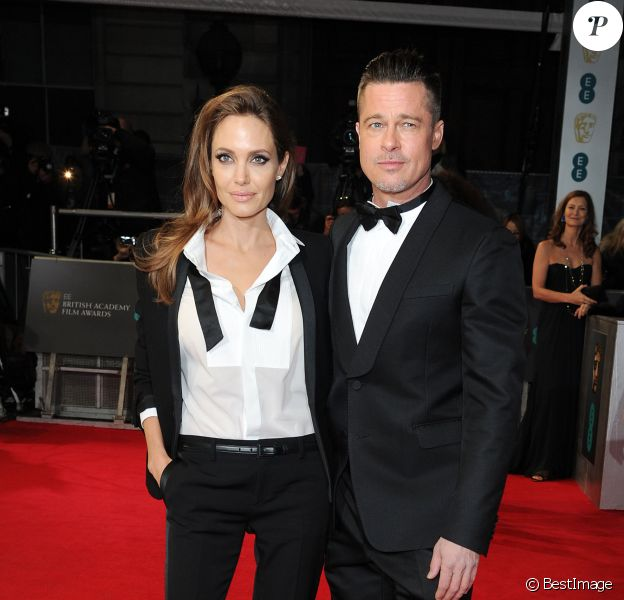 Angelina Jolie, ultrachic en smoking Saint Laurent et accompagnée de son mari Brad Pitt aux Bafta Awards à Londres, le 16 février 2014.