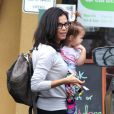 Jenna Dewan avec sa fille Everly à West Hollywood, le 5 décembre 2014.
