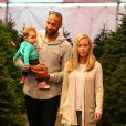 Kendra Wilkinson avec sa fille Alijah et son époux Hank Baskett le 11 décembre 2014 à Calabasas
