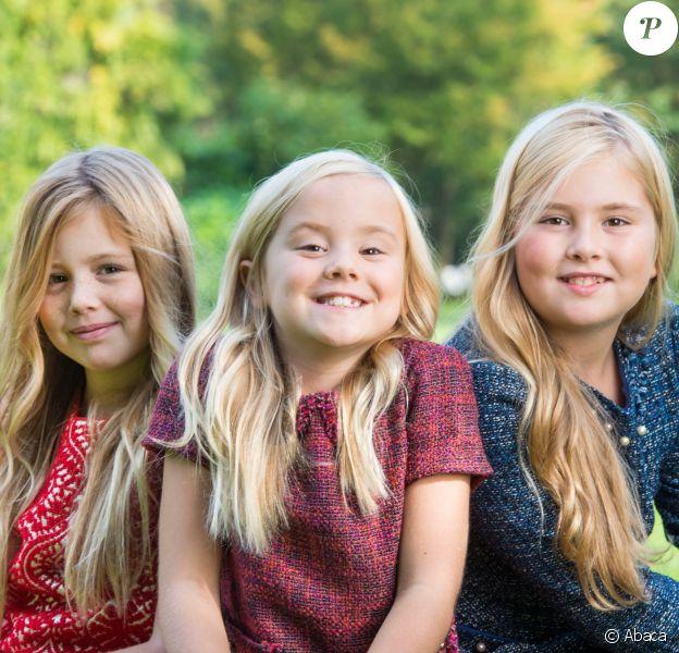 Portrait des princesses Alexia, Ariane et Catharina-Amalia des Pays-Bas, filles du roi Willem-Alexander et de la reine Maxima, réalisé à la Villa Eikenhorst à Wassenaar à l'automne 2014 par Jeroen van der Meyde et publié en décembre par la cour néerlandaise.
