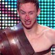 """Un gladiateur saigne - """"La France a un incroyable talent 2015"""" sur M6. Mardi 16 décembre 2014."""