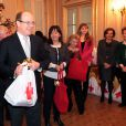 Le prince Albert II de Monaco participe à la traditionnelle remise de cadeaux de Noël aux personnes âgées monégasques au siège de la Croix Rouge de Monaco, le 16 décembre 2014.  Prince Albert II of Monaco during the traditionnal christmas presents ceremony for elderly people at Red Cross headquarters in Monaco on December 16, 2014.16/12/2014 - Monaco