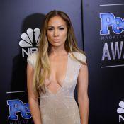 Jennifer Lopez : Décolleté vertigineux devant Jennifer Aniston et Kate Hudson !