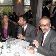 Exclusif - Christophe Barbier (directeur de la rédaction de L'Express) - à gauche - assiste à un événement organisé par Le Cercle des Médias, en présence de Shimon Peres, à Paris le 17 décembre 2014.