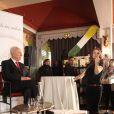 Exclusif - Shimon Peres et Eve-Marie Bodet assistent à un événement organisé par Le Cercle des Médias, à Paris le 17 décembre 2014.