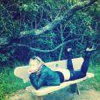 En guerre contre Instagram et sa politique de censure, Chelsea Handler pose fesses à l'air sur un banc public, le 30 novembre 2014