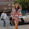 """Blake Lively (enceinte) (jupe Sani & Lavi, manteau Lindsey Thornburg, sac Sandast) à New York le 17 octobre 2014"""