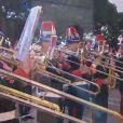 L'orchestre des carabiniers a joué un morceau sur mesure en l'honneur des bébés, composition de l'adjudant-chef Olivier Dréant. Le prince Albert II et la princesse Charlene de Monaco ont présenté officiellement leurs jumeaux la princesse Gabriella et le prince Jacques le 7 janvier 2015 au palais princier, en présence d'une foule nombreuse. Grâce aux images de TMC, on a pu découvrir aussi l'émotion qui régnait dans le salon des Glaces, en famille.