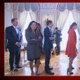 Pierre Casiraghi, la princesse Stéphanie ou encore Gad Elmaleh et Charlotte Casiraghi faisaient partie des membres de la famille présents pour la présentation des jumeaux Gabriella et Jacques de Monaco.   Le prince Albert II et la princesse Charlene de Monaco ont présenté officiellement leurs jumeaux la princesse Gabriella et le prince Jacques le 7 janvier 2015 au palais princier, en présence d'une foule nombreuse. Grâce aux images de TMC, on a pu découvrir aussi l'émotion qui régnait dans le salon des Glaces, en famille.