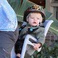 Josh Duhamel fait du vélo avec son fils Axl à Santa Monica, le 4 janvier dernier