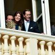 La princesse Caroline de Hanovre, Christopher LeVine et la princesse Stéphanie de Monaco  lors de la présentation officielle des   jumeaux Gabriella et Jacques, enfants du prince Albert II et de la princesse Charlene, au balcon du palais princier à Monaco le 7 janvier 2015.