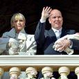 La princesse Charlene et son mari le prince Albert II de Monaco ont officiellement présenté les jumeaux Gabriella et Jacques au balcon du palais princier, le 7 janvier 2015, devant plusieurs milliers de Monégasques et en présence de leurs proches, réunis dans le salon des Glaces.