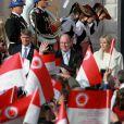 Le prince Albert II de Monaco et la princesse Charlene saluant la foule  lors de la présentation officielle des   jumeaux Gabriella et Jacques, à Monaco le 7 janvier 2015.