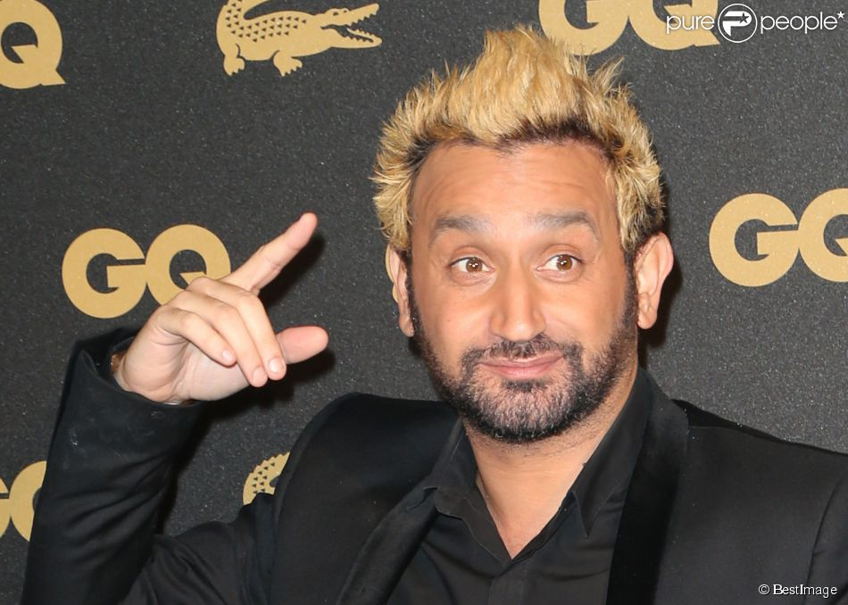 cyril hanouna qui s 39 est fait decolorer les cheveux en blond pour tenir le pari qu il a perdu. Black Bedroom Furniture Sets. Home Design Ideas