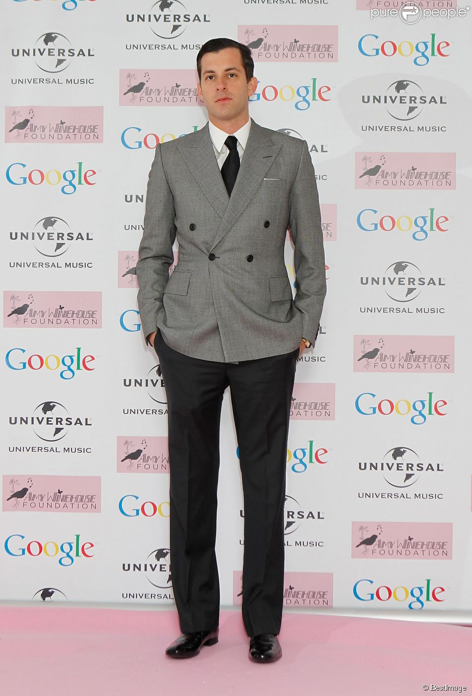 """Mark Ronson au Bal de la Fondation """"Amy Winehouse"""" a Londres le 20 novembre 2013."""