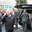 Sortie du cercueil de Tignous (Bernard Verlhac) de la mairie de Montreuil, le 15 janvier 2015. Le dessinateur est mort à 57 ans, assassiné dans l'attentat contre Charlie Hebdo.