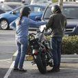 Lana Del Rey et son compagnon, le photographe italien Francesco Carrozzini, se sont baladés en moto dans les rues de Malibu, le 18 janvier 2015.