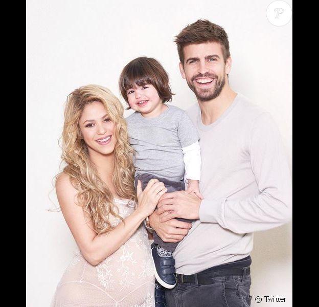 Shakira prend la pose avec son mari Gerard Piqué et leur fils Milan, le 19 janvier 2015