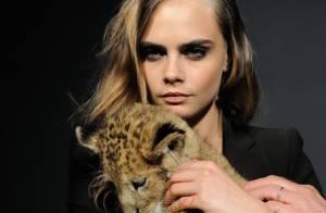 Cara Delevingne : La nouvelle égérie de Tag Heuer chahutée par un lionceau