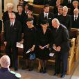 La princesse Victoria de Suède, Johan Martin Ferner, la princesse Astrid de Norvège, la reine Sonja et le roi Harald V de Norvège lors des obsèques de la princesse Ragnhild, le 28 septembre 2012 à Oslo