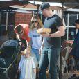 Exclusif - Drew Barrymore, Will Koppleman et leur fille Olive quittent le restaurant The Sycamore Kitchen à Los Angeles. Le 23 janvier 2015.