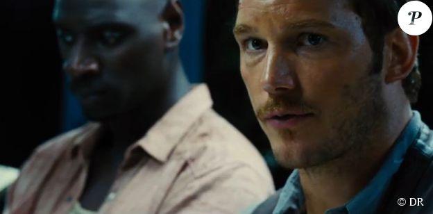 Omar Sy apparaît aux côtés de Chris Pratt dans Jurassic World.