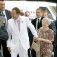 Jean-Pierre Pernaut et sa maman - Mariage de Jean-Pierre Pernaut et de Nathalie Marquay. A Paris, le 23 juin 2007.