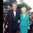 Roger Hanin et sa femme Christine Gouze-Rénal en 1994 à Cannes.