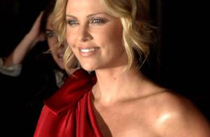 REPORTAGE PHOTOS : Charlize Theron : Oh la belle rouge !