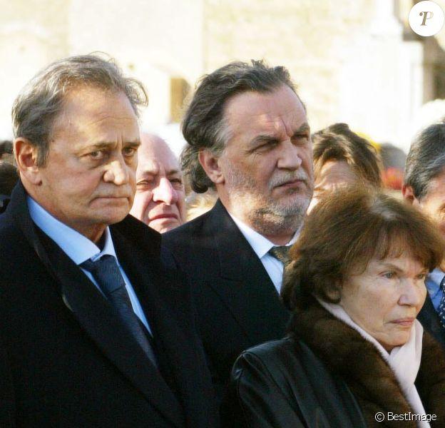 Roger Hanin, Jean-Christophe Mitterrand et Danielle Mitterrand à l'inhumation de Christine Gouze-Renal à Cluny le 30 octobre 2002.