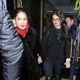 Penélope Cruz et Salma Hayek sortent du Scotts Restaurant à Londrs le 11 février 2015.