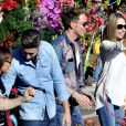 """Tonya Kinzinger - Première bataille de fleurs sur la Promenade des Anglais lors du 131ème carnaval de Nice """"Roi de la Musique"""", avec une partie des membres de """"Danse avec les stars"""", le 18 février 2015."""